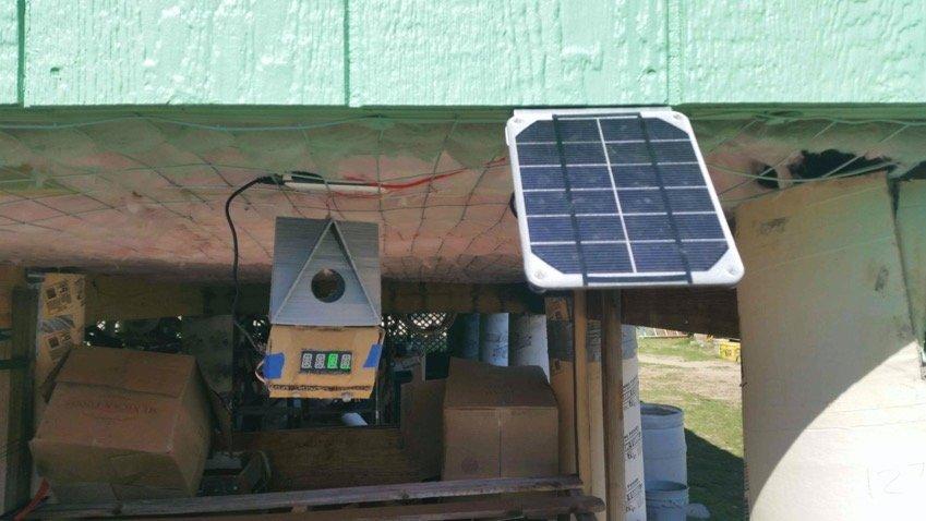 Nichoir avec station météo solaire