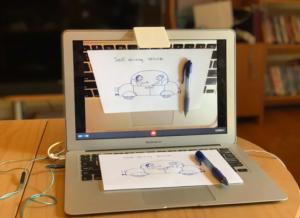 Miroir de caméra imprimé en 3D pour afficher les documents imprimés sur un ordinateur portable