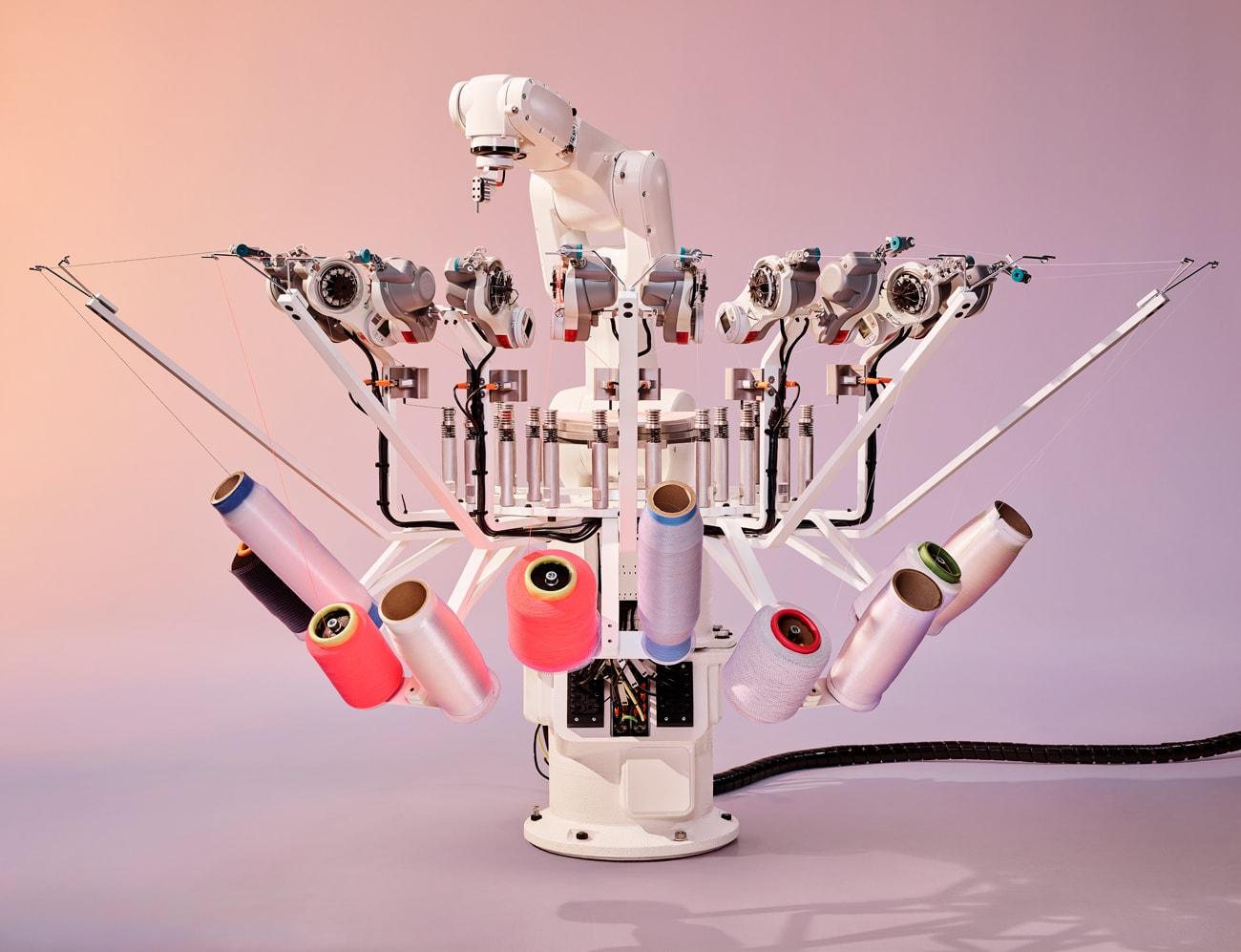 Adidas ajoute un robot de tissage automatisé à sa technologie d'impression 3D