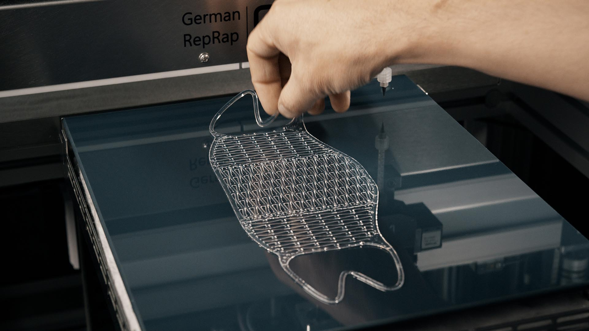 Read more about the article L'allemand RepRap se rebaptise innovatiQ et vend des imprimantes 3D en silicone en France.